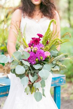 large wedding bouquet by peplum events www.weddingchicks...