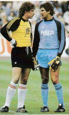 Harald Schumacher and Bodo Ilgner. Soccer Pro, Kids Soccer, Soccer Stars, Sports Stars, Football Players, Retro Football, Football Art, World Football, Football Jerseys