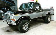 Check this out! I really enjoy this color selection for this lifted Chevy Trucks, 1979 Ford Truck, Old Pickup Trucks, Ford 4x4, Ford Bronco, Car Ford, F150 Truck, Lifted Chevy, Cadillac Eldorado