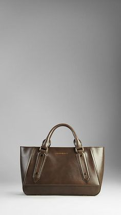 Are you taking a look at nordstrom burberry handbags Read information on --- Burberry Sale, Designer Totes, Burberry Handbags, Beautiful Bags, Purses And Handbags, Leather Bag, Patent Leather, Women's Bags