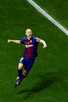 Andrés Iniesta celebrates after scoring for Barcelona in the Copa del Rey final. Best Football Players, Soccer Players, Football Soccer, Fc Barcelona, Uefa Champions League, Fifa, Uefa European Championship, International Soccer, Backgrounds