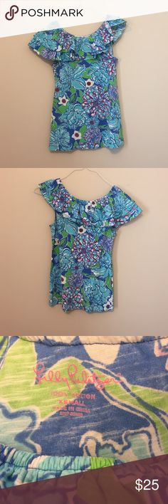 Lilly Pulitzer floral top Fun Floral Lilly Pulitzer top Lilly Pulitzer Tops Tees - Short Sleeve