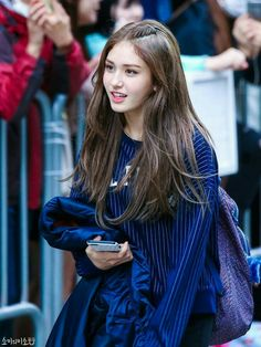 ioi and somi image Kpop Girl Groups, Korean Girl Groups, Kpop Girls, Korean Beauty, Asian Beauty, Jeon Somi, Girls Image, Afro, Korean Fashion