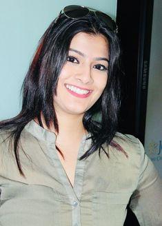 Varalaxmi Sarathkumar Kerala Aunty, Woman Crush, Indian Beauty, Desi, Abigail Breslin, Beautiful, Dresses, Women, Gowns
