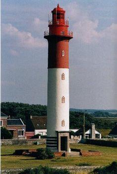 Manche - Phare de Cayeux,  Cayeux-sur-Mer (Somme) - Coordonnées 50°11′39″N / 1°30′44″E - Feux : 1 éclat rouge régulier, 5 s