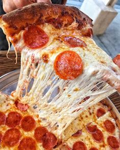 : eatpizzasupreme - December 07 2018 at - and Inspiration - Yummy Fatty Meals - Comfort Foods Recipe Ideas - And Kitchen Motivation - Delicious Steaks - Food Addiction Pictures - Decadent Lifestyle Choices Think Food, I Love Food, Good Food, Yummy Food, Pizza Facil, Best Homemade Pizza, Fat Foods, Food Platters, Food Goals