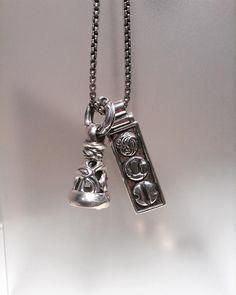 『Dove Bell Pendant -L-』 『Three Logo Pendant -L-』  Three Logo Pendantはロンワンズで展開している3つのコレクションを表現したデザインでございます。 Dove Bellも各サイズご用意がございます。   皆様のご来店をお待ちしております。   ロンワンズ青山 〒150-0001 東京都渋谷区神宮前3-6-1 TEL:03-5785-0766 OPEN 12:00 - CLOSE 20:00