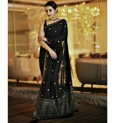 Saree Designs Party Wear, Party Wear Sarees, Saree Blouse Designs, Black Saree Designs, Sari Dress, The Dress, Indian Wedding Outfits, Indian Outfits, Saris