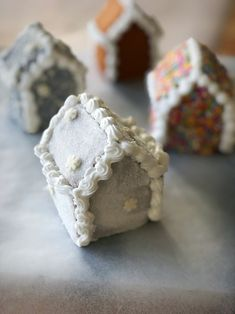 There is no Christmas without a good old gingerbread house, but why not make something a little different, and way cuter, this year? This is how you make amazi