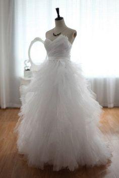 Stunning Organza Ball Gown Strapless Ruffles Prom Dress