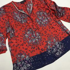 Paisley Tunic Top NWOT Relaxed feminine completely at easy to wear Tunic Top. Embellish front design 3/4sleeves side vents 28ins long. Jones New York Tops Tunics