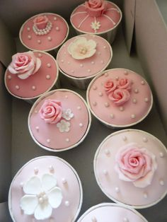 Cupcakes e Cakepops estilo vintage romântico em tons de rosa e bege