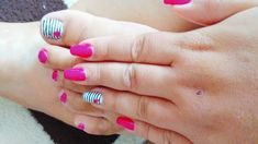 Summer gel lack nails with hearts from amateur women