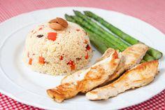 Frango com couscous marroquino e aspargos