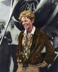 Abróchense el cinturón, que la moda surca los cielos: cazadoras de borreguillo y gafas aviator alzan... - Getty Images / D.R.