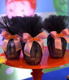 Eles q jamais podem deixar de faltar Pote com tule #feitopelarafa #festamundobita #mundobita #bita Baby Party, Minnie, Lucca, Bento, 1 Year, Alice, Ideas Aniversario, Kids Part, Basket Gift