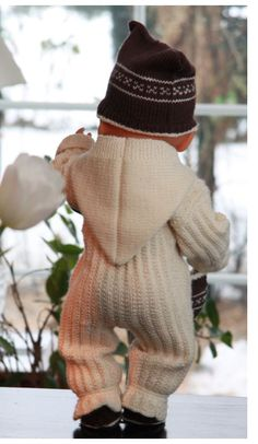 Knit loveley warm clothe for baby born