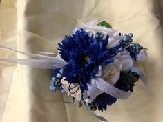 idea for a junior bridesmaid...make a purse ball!
