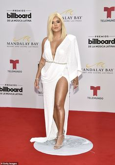 The 2019 Billboard Latin Music Awards brought out a bevy of stars to Mandalay Bay in Las Vegas on Thursday. Hair Color Dark, Brown Hair Colors, Mandalay, 2010s Fashion, G Hair, Toned Tummy, Latin Music, Becky G, Brunette Beauty
