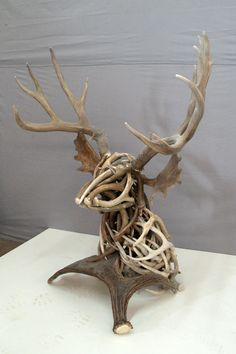 Trophy heads of animals I hate, but a sculpture of naturally shed antlers is cool. Deer Hunting Decor, Deer Decor, Hunting Crafts, Antler Decorations, Antler Centerpiece, Pheasant Hunting, Antler Art, Deer Antler Crafts, Antler Wreath