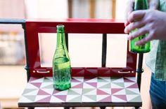 Mesita para balcón con baldosa hidráulica Balcony, Table, Home Decor, Decorated Bottles, Tiles, Closets, Small End Tables, Banisters, Decks