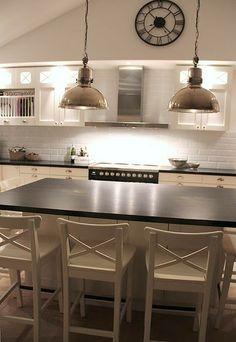 """""""Den italienska skönheten fick bli utgångspunkten i vårt kök. Stod högst upp på önskelistan eftersom jag suktat efter den i flera år."""" Industrial Design, Kitchen Ideas, Minimalism, Kitchens, Design Inspiration, House Design, Interior, Modern, Home Decor"""
