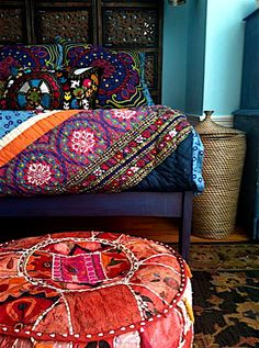 Love the colors! I wish I could find a quilt like that...