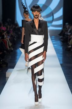 The complete Jean Paul Gaultier Spring 2018 Couture fashion show now on Vogue Runway. Jean Paul Gaultier, Paul Gaultier Spring, Dolly Fashion, Fashion Moda, Runway Fashion, High Fashion, Vogue Fashion, Emo Fashion, Gothic Fashion
