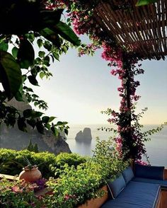 Villa Capri Capri island Architect Matteo Thun #landscapearchitecture #landscapedesign #exteriordesign #architecture #paisagismo #jardin #gardendesign #giardino #garten #jardim #архитектура #trädgård #garden_styles #arboles #tuin #gardening #instagarden #exterior #gardenlife #paysage #arquitectura #arquitetura #landscaping #gardens #gardenlove #archilovers #jardinagem #designlovers #landscapearchitect #decoracao