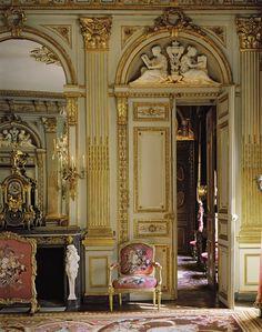 Hôtel de La Vaupaliere (1768) 85 et 85bis, rue du Faubourg-Saint-Honoré et 25, avenue Matignon Paris 75008. Architecte : Louis-Marie Colignon.