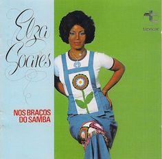 """Avec Nos Braços do Samba (1975) Elza Soares poursuit sa mutation musicale vers une Samba """"des origines"""". La Samba-Pop des années 60 (O Samba e Elza Soares - 1961, O Maximo em Samba - 1967...) est abandonnée au profit d'une Samba beaucoup plus """"pure"""",..."""