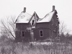This house is pretty warped. It's kinda awesome! Old Buildings, Abandoned Buildings, Abandoned Places, Building Structure, Building A House, Derelict House, Desert Places, Creepy Vintage, Spooky House