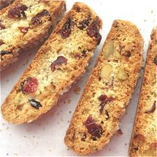 Cherry-Pistachio Biscotti - With salty pistachios and sweet/tangy dried cherries. Scones, Pistachio Biscotti, Cherry Biscotti Recipe, Cookie Recipes, Dessert Recipes, Flour Recipes, Delicious Desserts, Biscotti Cookies, Almond Cookies