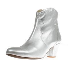 Stiefelette Claire Plata; www.onyva.ch / #stylefashionboots #cowboyboots #boots #fashionboots #pink #spacecowboy #80s #80sfashion #stiefelette #shoes #disco #zurich #style #glam #glamrock #silver 80s Fashion, Fashion Boots, Glam Rock, Winter Shoes, Zurich, Claire, Cowboy Boots, Booty, Silver