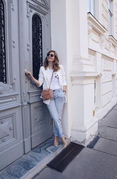 White Blazer, Chino pants and sling pumps Casual Office Wear, Work Casual, Sport Wear, Tomboy, Daisies, Types Of Fashion Styles, Preppy, Grunge, Exotic