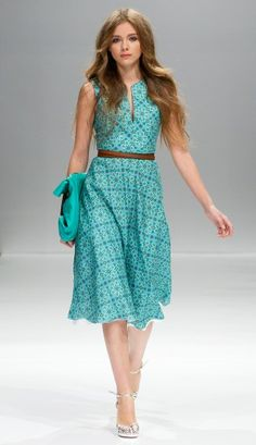 Love this Alexander Terekhov dress. Day Dresses, Casual Dresses, Summer Dresses, Dress Skirt, Dress Up, All Fashion, Style Me, Simple Style, Cute Outfits