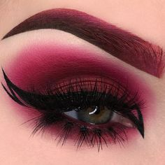 Once you master eyeliner application, your makeup routine will never be boring. But what if you get out of ideas? Discover many eyeliner styles here. Red Eye Makeup, Hazel Eye Makeup, Goth Makeup, Eye Makeup Tips, Makeup Inspo, Eyeshadow Makeup, Makeup Inspiration, Makeup Brushes, Red And Black Eye Makeup