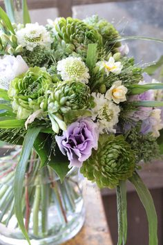 Love this mostly green and white arrangement with the pops of lavender from the Lisianthus. Beautiful Flower Arrangements, Floral Arrangements, Floral Bouquets, Wedding Bouquets, Green Flowers, Beautiful Flowers, Bouquet Champetre, Table Flowers, Bridal Flowers