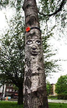 Is Tree Graffiti the Next Tree Yarn Bombing? 3d Street Art, Amazing Street Art, Urbane Kunst, Tree Faces, Hip Hop Art, Yarn Bombing, Tree Art, Public Art, Urban Art