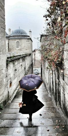 Miss M's Girls Trip Istanbul, Turkey  Rainy day cleaned of dust, Tal Güther, present-day. #rain #Istanbul