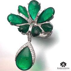 A close up to the magnificent emerald ring featuring different sizes in pear-shaped #KarenSuen #KarenSuenFineJewellery #Designer #BespokeJewels #PreciousStones #Design #FineJewelry #JewelleryDesigner #ColorGemstone #HauteJoaillerie #UniqueJewellery #Gemstone #Diamond #Emerald #Ring #RingsOfInstagram #JewelsOfInstagram #Paris #Milan #Geneve #London #NewYork #Vegas #LasVegas #Kuwait #Doha #Bahrain