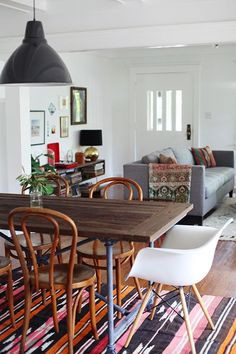 to mix and match dining chairs Eclectic dining area Dining Room Combo, Decor, Sweet Home, Eclectic Dining, Living Room Dining Room Combo, Interior, White Dining Chairs, Home Decor, House Interior