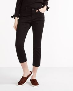 The Petite Signature Soft Capri Jeans are designed to stretch with your curves. Soft like butter (yes, you read it right!), they have the perfect fit and feel as good as they look. Whether you're headed off to the office or hanging out with friends, you can pair them with a printed blouse or a fashion tee and - of course! - your favourite footwear.<br /><br />Inseam: 19''<br /><br />TIP:<br />Wash jeans inside out,...