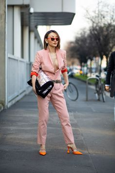 Striped Button-Downs Were a Street Style Staple Over the Weekend at Milan Fashion Week - Fashionista Milan Fashion Week Street Style, Autumn Street Style, Cool Street Fashion, Street Style Looks, Wardrobe Basics, High End Fashion, Short Skirts, Fitness Fashion, Preppy