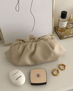 Image about beauty in Bags👜 by qamarsuleymanova Fashion Mode, Fashion Bags, Fashion Accessories, Fashion 2020, Trendy Accessories, Fashion Weeks, London Fashion, Chanel, Tod Bag