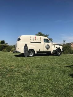 Tap Truck USA - Beer trucks for your next event Classic Trucks, Classic Cars, Bar On Wheels, Chevy, Chevrolet, Bar Catering, Piaggio Ape, Mobile Bar, Next Wedding