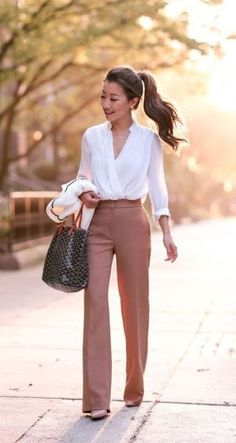 Fashion Tips Ideas DO basic slacks and blouse make for a perfect business outfit can easily be dressed up with accessories.Fashion Tips Ideas DO basic slacks and blouse make for a perfect business outfit can easily be dressed up with accessories. Classy Work Outfits, Spring Work Outfits, Work Casual, Outfit Work, Work Outfits For Women, Casual Chic, Summer Office Outfits, Stylish Outfits, Classy Outfits For Women