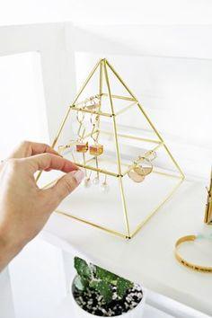 置くだけでも可愛い♡ピラミッド型のアクセサリースタンドをDIY                                                                                                                                                                                 もっと見る