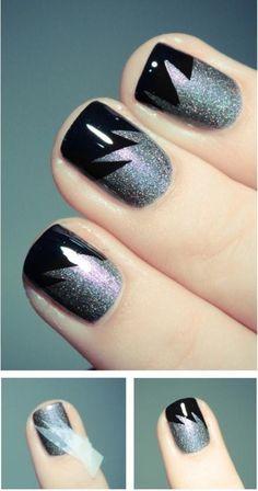 Uñas decoradas con rayos plateados sobre fondo negro