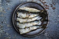 Wild-caught sardines, one of the most nutritious and inexpensive fish available. Try this recipe for Deconstructed Caesar Salad with Seared Sardines! Omega 3, Kampot, Most Nutrient Dense Foods, Best Seafood Restaurant, Dieta Fitness, Mouth Watering Food, Seafood Dishes, Light Recipes, Gourmet